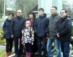 Место, где погиб воин-казах в Великую Отечественную, посетили его родственники